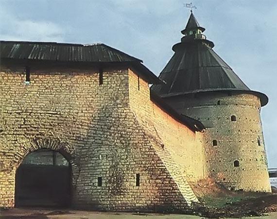 Псков. Покровская башня до пожара