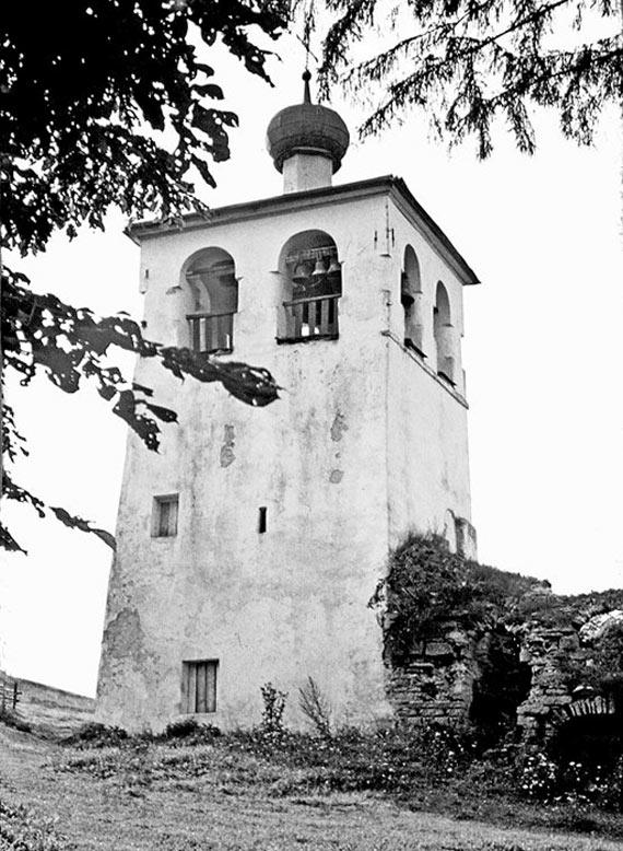 А. Антонов. Звонница с остатками трапезной Мальского монастыря