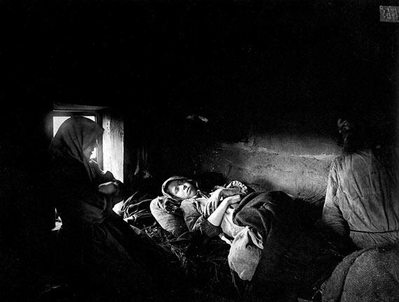 Семья больных тифом в городе Княгинине 1891-92