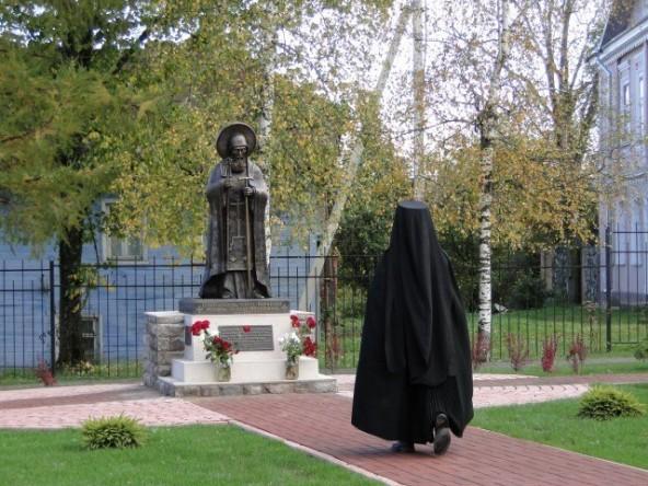 Памятник священномученику Корнилию (3)