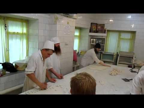 На просфорне Псково-Печерского монастыря