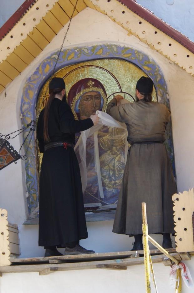 Мозаичные иконы Псково-Печерского монастыря (11)