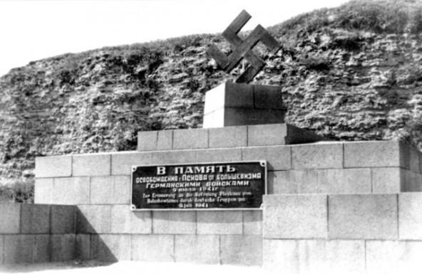 Памятник cвастике в оккупированном Пскове