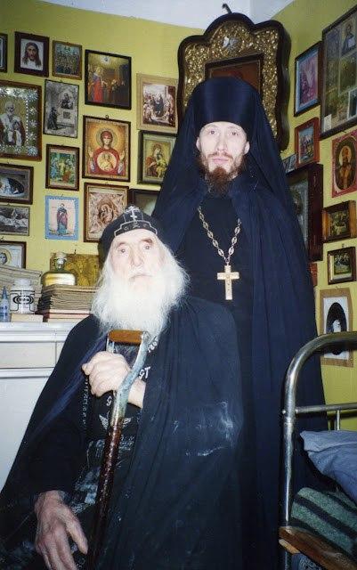 Насельники схимонах Корнилий и игумен Мефодий (Леонтьев), уставщик и регент обители