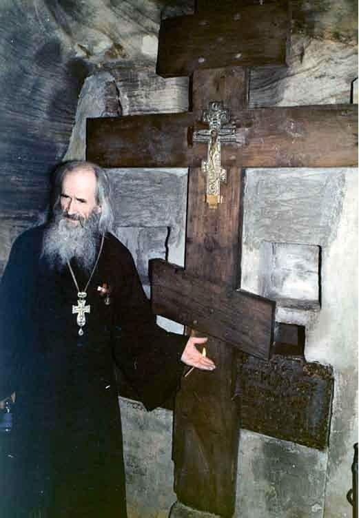 Рассказ о.Нафанаила (Поспелова) о Богом зданных пещерах (1)